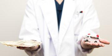 医師平均年収生涯年収