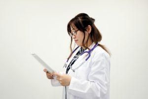 医師転職 ブラック病院 条件が違う 給与が違う 離職率の高い職場 女性医師転職トラブル ジーネット株式会社