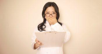大学医局に在籍し続けるか?退局するか?という瀬戸際で悩む医師…。